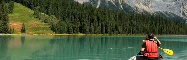 555 English School・Canoeing - Emerald Lake, Canada.